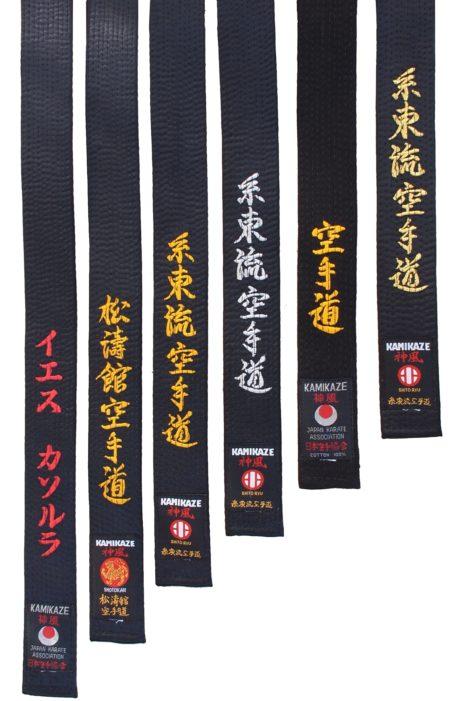 ceinture-noire-kamikaze-satin-ou-coton-alignes-broderies-etiquettes-style-karate