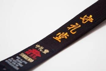 ceinture-noire-karate-shureido-coton-zoom-broderie