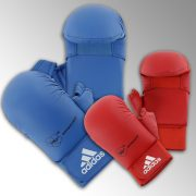 gants-mitaines-karate-wkf-adidas-rouge-ou-bleu