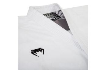 kimono-de-karate-venum-elite-kata-wkf-broderie-logo-veste