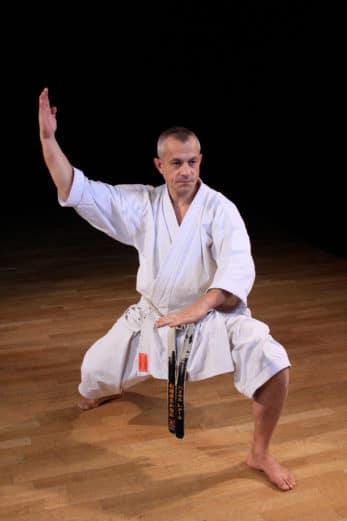 kimono-karate-gi-kamikaze-europa-fudo-dachi-osae-uke