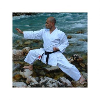 kimono-karate-gi-kamikaze-europa-zenkutsu-dachi-sur-riviere