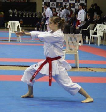 kimono-karate-gi-kamikaze-kata-wkf-nukite-zenkutsu-dachi
