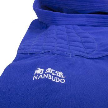 kimono-karate-gi-nanbudo-officiel-fujimae-veste-bleue-broderie-epaule
