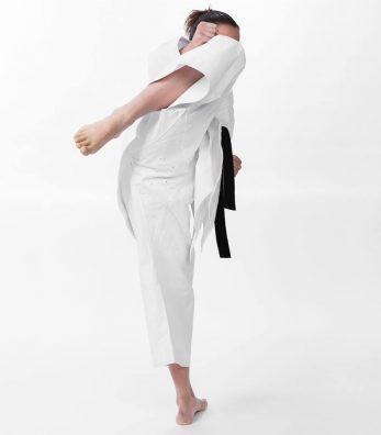kimono-karate-gi-seishin-international-wkf-femme-entre-jambe