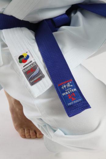 kimono-karategi-excellence-kata-wkf-kamikaze-etiquettes-ceinture-bleue