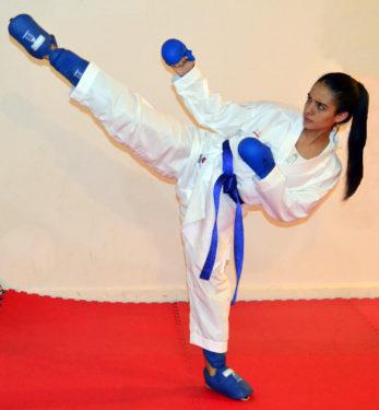 kimono-karategi-k-one-kumite-wkf-kamikaze-Andrea-Armada-mawashi-geri-jodan