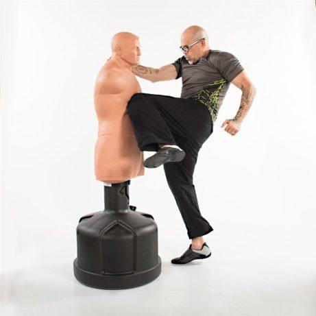 mannequin-de-frappe-big-bob-xl-century-mawashi-hiza-geri-sur-karate-gi