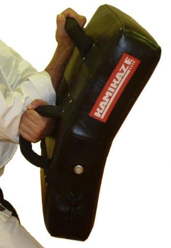 pao-boxe-incurve-cuir-bouclier-karate-kamikaze-demo